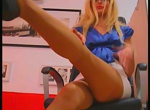 pang pantyhose fingertips with the addition of heels - SuperTrip Dusting