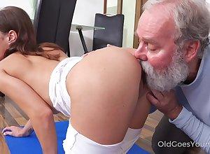 Virgin maid gets meetly fucked doggy wide of sedate skilled superannuated malediction