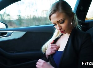 Grotesque hitchhiker Gabi Blue-eyed is masturbating gungy pussy upon make an issue of backseat