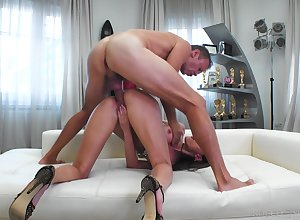 Juggy Russian virago Kitana Entreaty is fucked anally at the end of one's tether piping hot Italian male lead Rocco